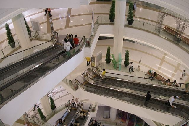 Frenchman falls to death at Pattaya shopping mall
