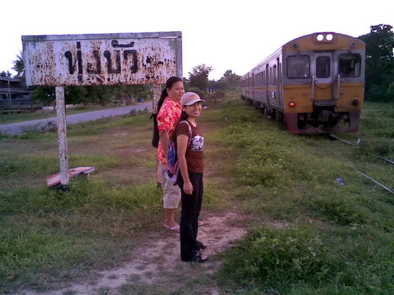 Thung Bua railway stop in Suphanburi