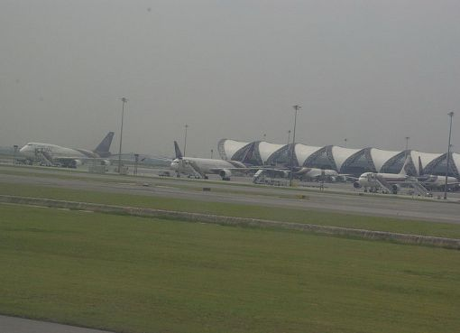 Aircraft taxiing at Suvarnabumi Airport