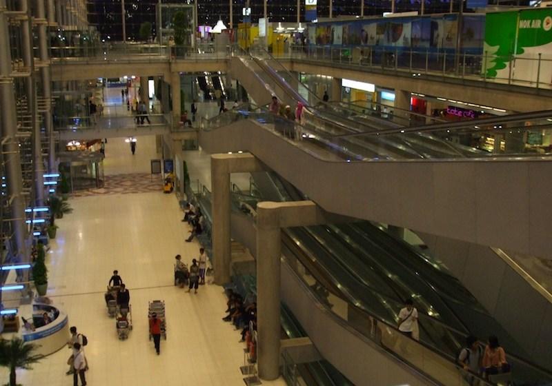 Australian steals Thai woman's bag at Suvarnabhumi departures