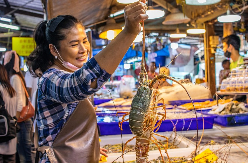 Banglamung orders temporary closure of two markets due COVID