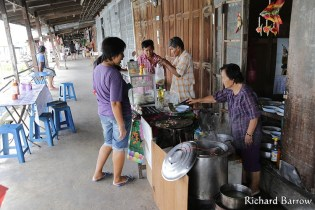 Bang Nok Kwaek Riverside Market