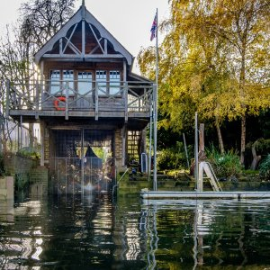 Canvas Print Teddington Boathouse