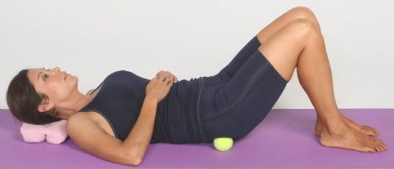 إستخدام كرة التنس في تخفيف ألم العضلات 18