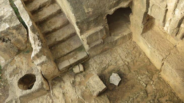 تفسير رؤية زيارة القبور للفتاة العزباء في المنام