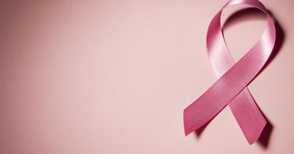 اعراض مرض سرطان الثدي عند النساء بالتفصيل