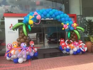 sea creature balloon arch