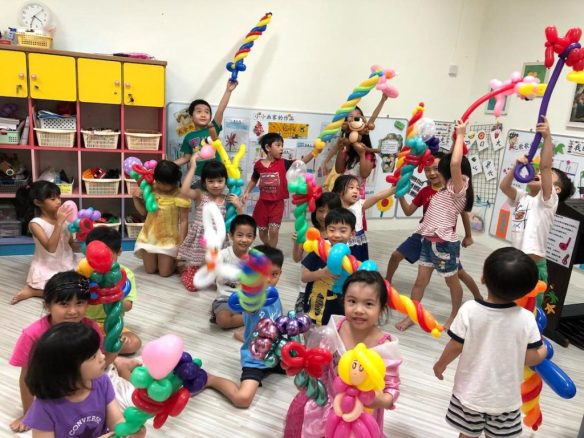 Singapore Balloon Twisting for Kids Party