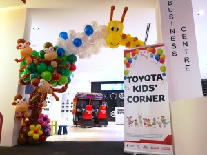Customised Balloon Arch for Toyota