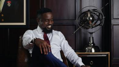 Sarkodie Spotted Begging Yemi Alade