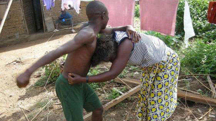 Lady receives severe beating for asking boyfriend to marry her