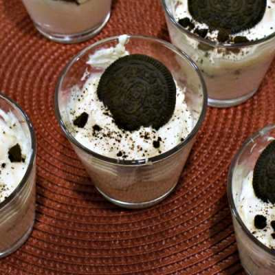 these low carb oreo cheesecake shooters are perfect for a holiday party or just a night when you want to indulge without ruining your diet. They are IIFYM friendly and high protein! Soo good!