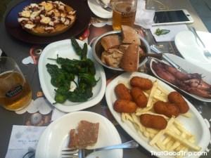 Comidinhas do Caminho: pulpo a feira, pimientos de padrón, croquetas e chipirones