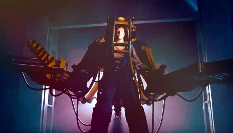 Ripley as a Superhero Fighting The Queen in Aliens (1986) | That