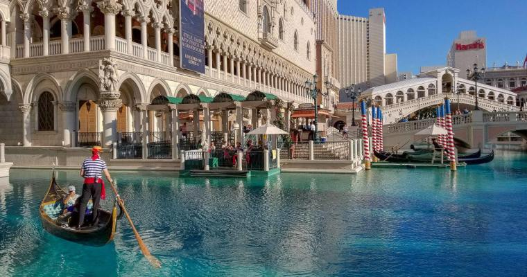7 Fun Things to Do in Las Vegas for Couples on a Budget
