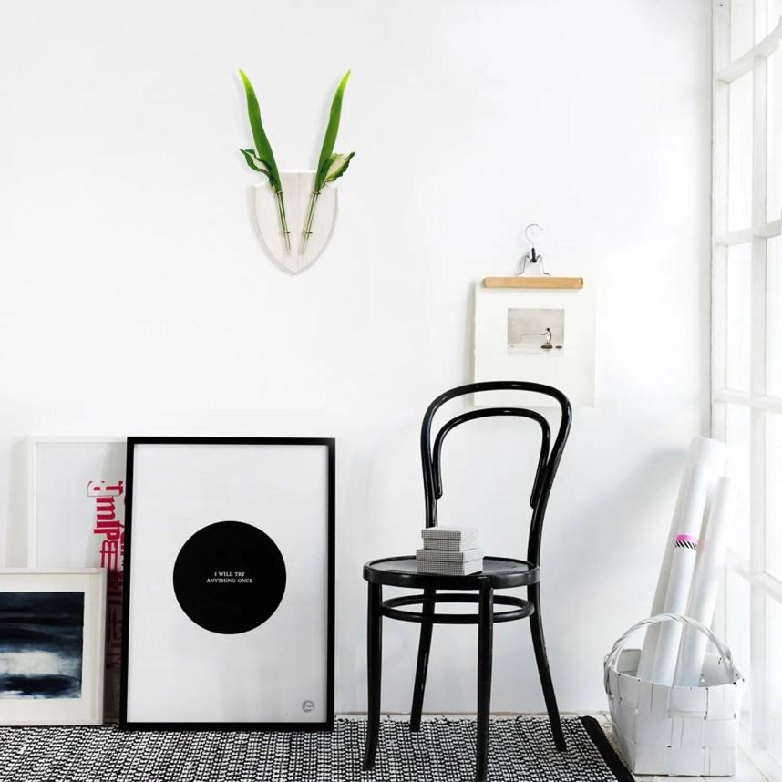 eco_deer_wall_planter_white_interior