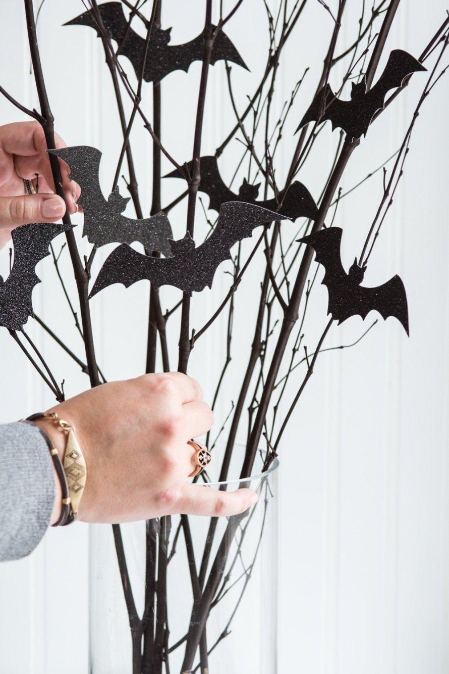 minimal halloween table branch bat DIY