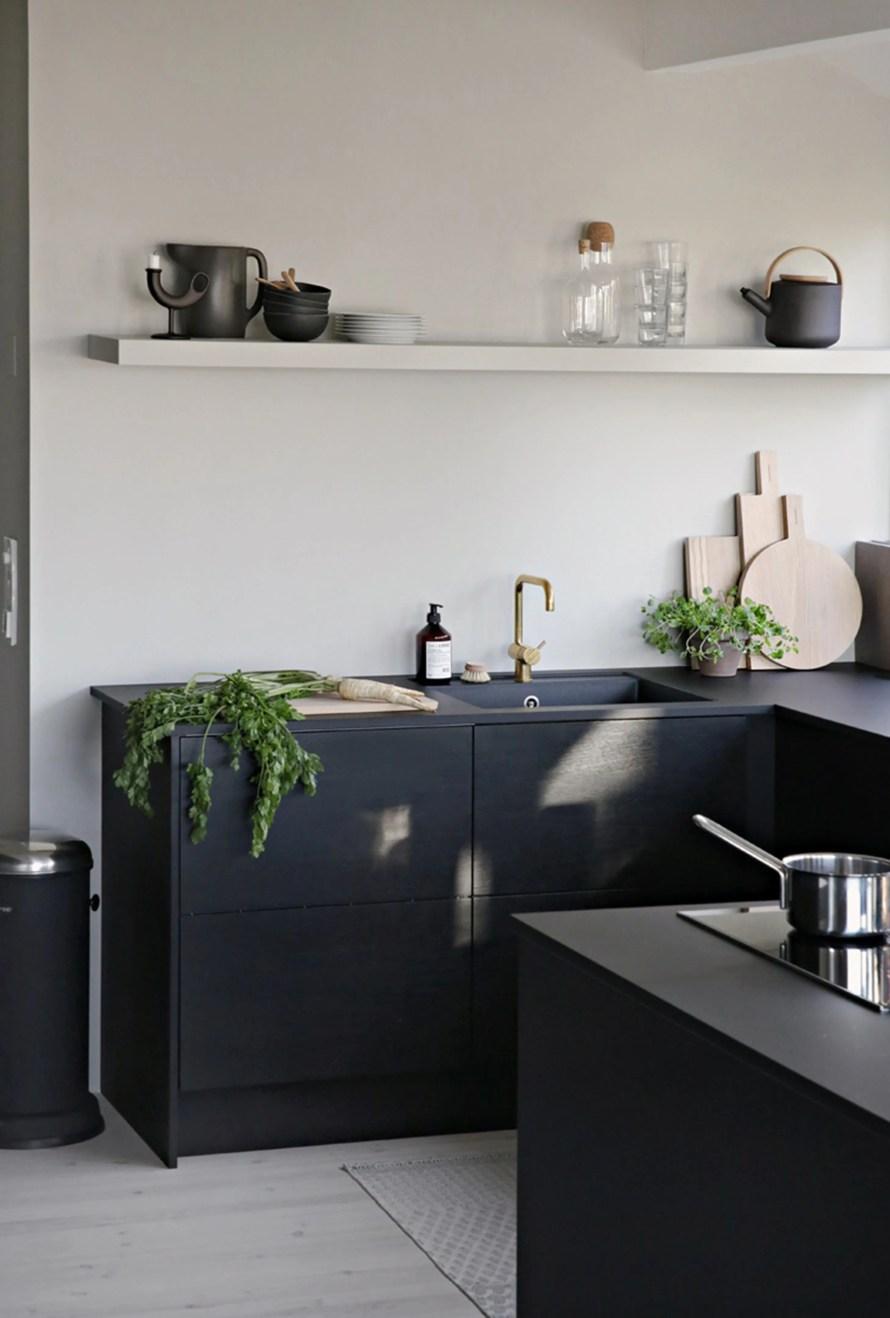 stylizimo cozy dark kitchen wide