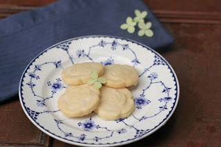 4Shortbread cookie in the middle of a blue and white plate with a blue napkin