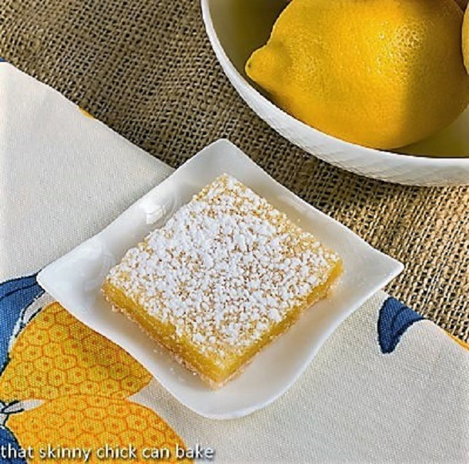 One Easy Lemon Square on a small, square ceramic plate