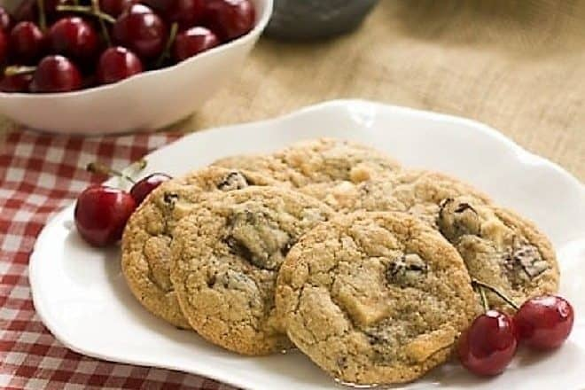 Oatmeal Dried Cherry Cookies  with Chocolate Chunks - irresistible oatmeal cookies filled with dried cherries and chocolate