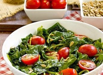 Massaged Kale Salad | With tomatoes and sunflower seeds, this salad is healthy and delish!