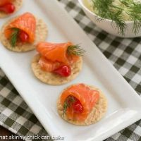 Dilled Gravlax on crackers on a white tray