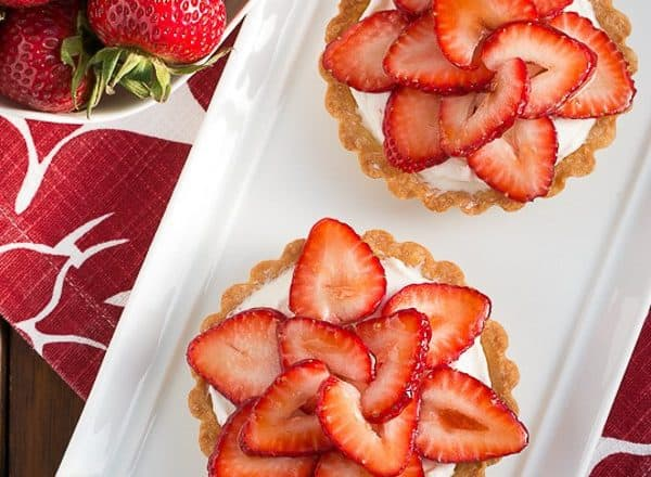 Fresh Strawberry Tartlets | Dreamy tartlets topped with luscious cream cheese filling and topped with berry slices