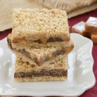 Oatmeal Carmelitas | Oats, Chocolate and Gooey Caramel