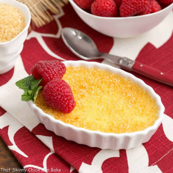 Classic Creme Brulee | a fabulous vanilla custard topped with a thin layer of brittle, caramelized sugar