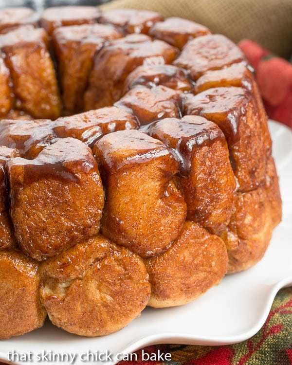 Cinnamon Bubble Roll |Tender yeast dough balls enveloped in cinnamon spiced caramel