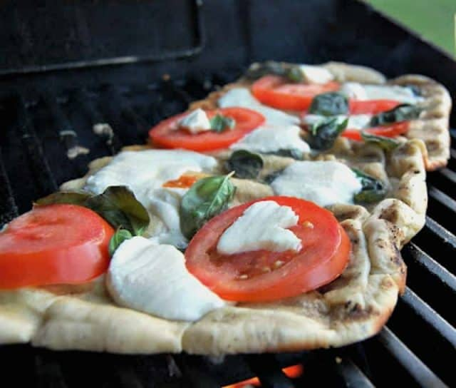 grilled margarita pizza on a grill