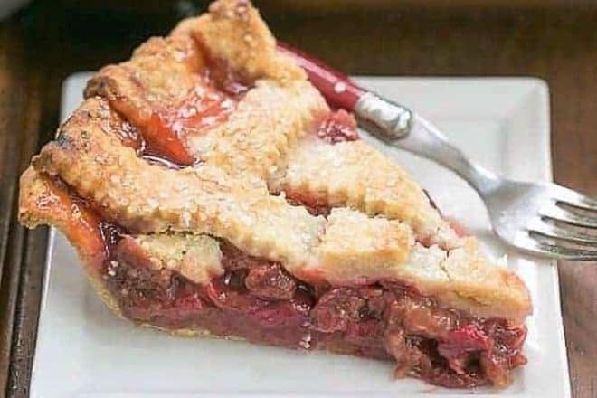 Classic Rhubarb pie featured image