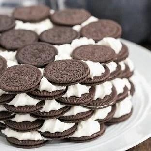 Oreo Icebox Cake - Minimal ingredients and effort to make this marvelous no-bake dessert