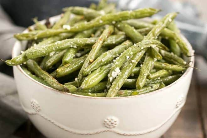 Garlic Parmesan Roasted Green Beans | An easy recipe to bring the best flavors out of fresh green beans