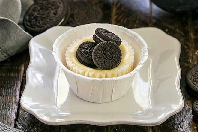 One mini Oreo Cheesecake on a square white plate