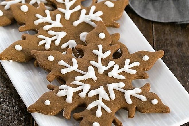 Snowflake shaped gingerbread on a white tray