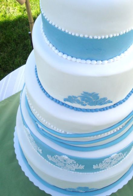 Blue-and-white-damask