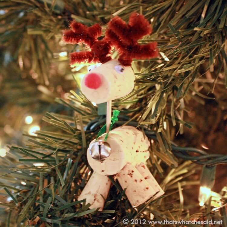 Hanging-reindeer-ornament.jpg