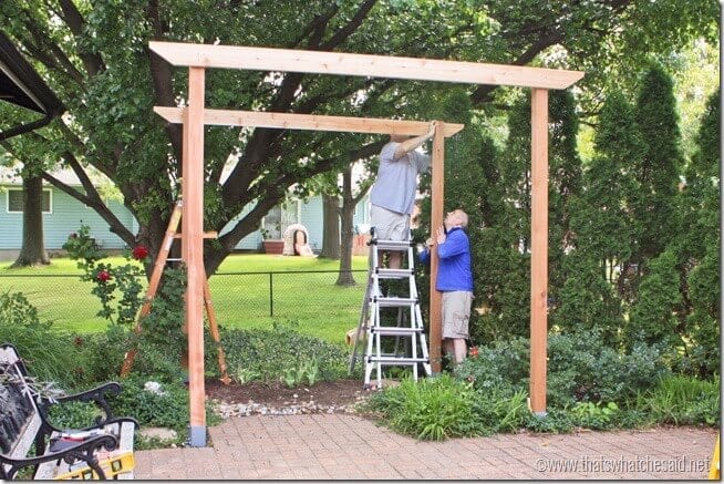 Installing the first support beams on the pergola project