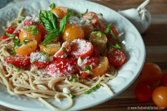 -Easy-Fresh-Tomato-Pasta.-at-thatswhatchesaid.com