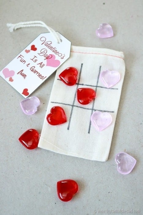 Heart Tic-Tac-Toe Valentine with free printable tag from www.thatswhatchesaid.com