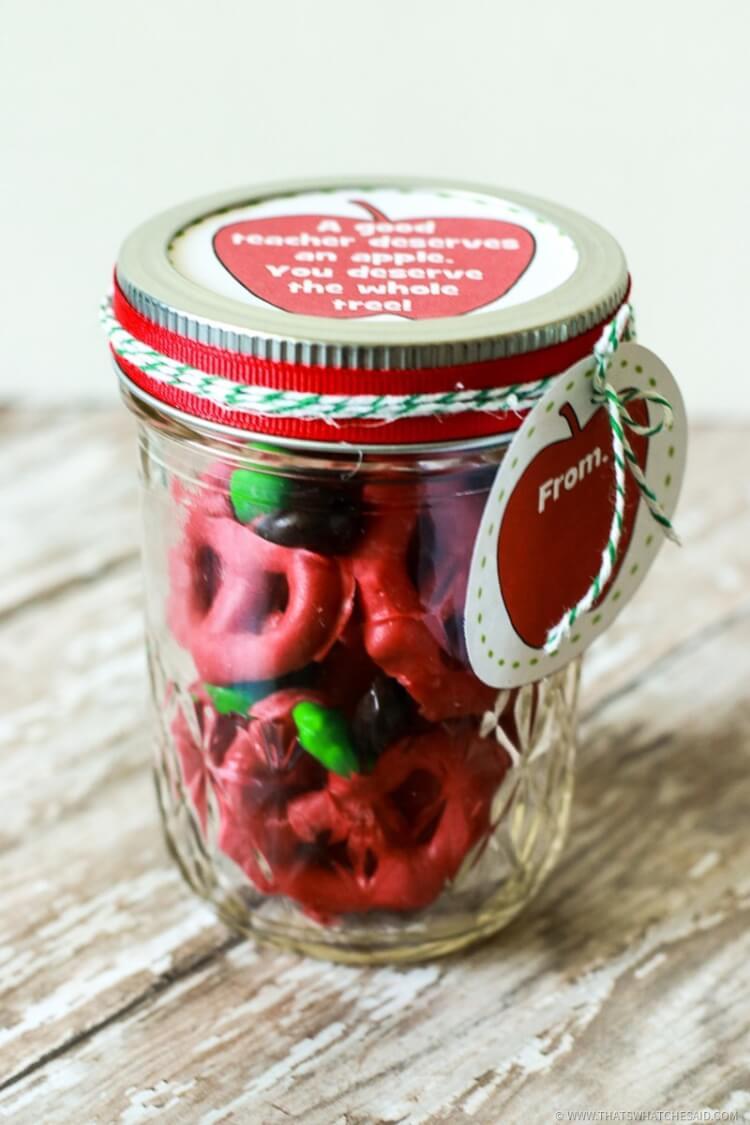 Apple Pretzel Bites in Mason Jar packaged for Teachers Gift