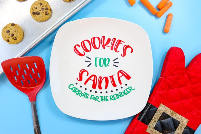 Plate with Cookies for Santa, Carrots for the Reindeer in vinyl with cookies, carrots and Santa oven mitts