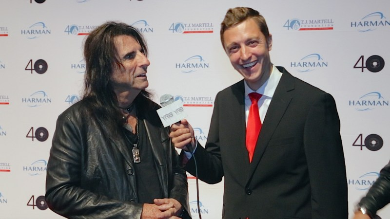 Tom Hatton with Alice Cooper-ny