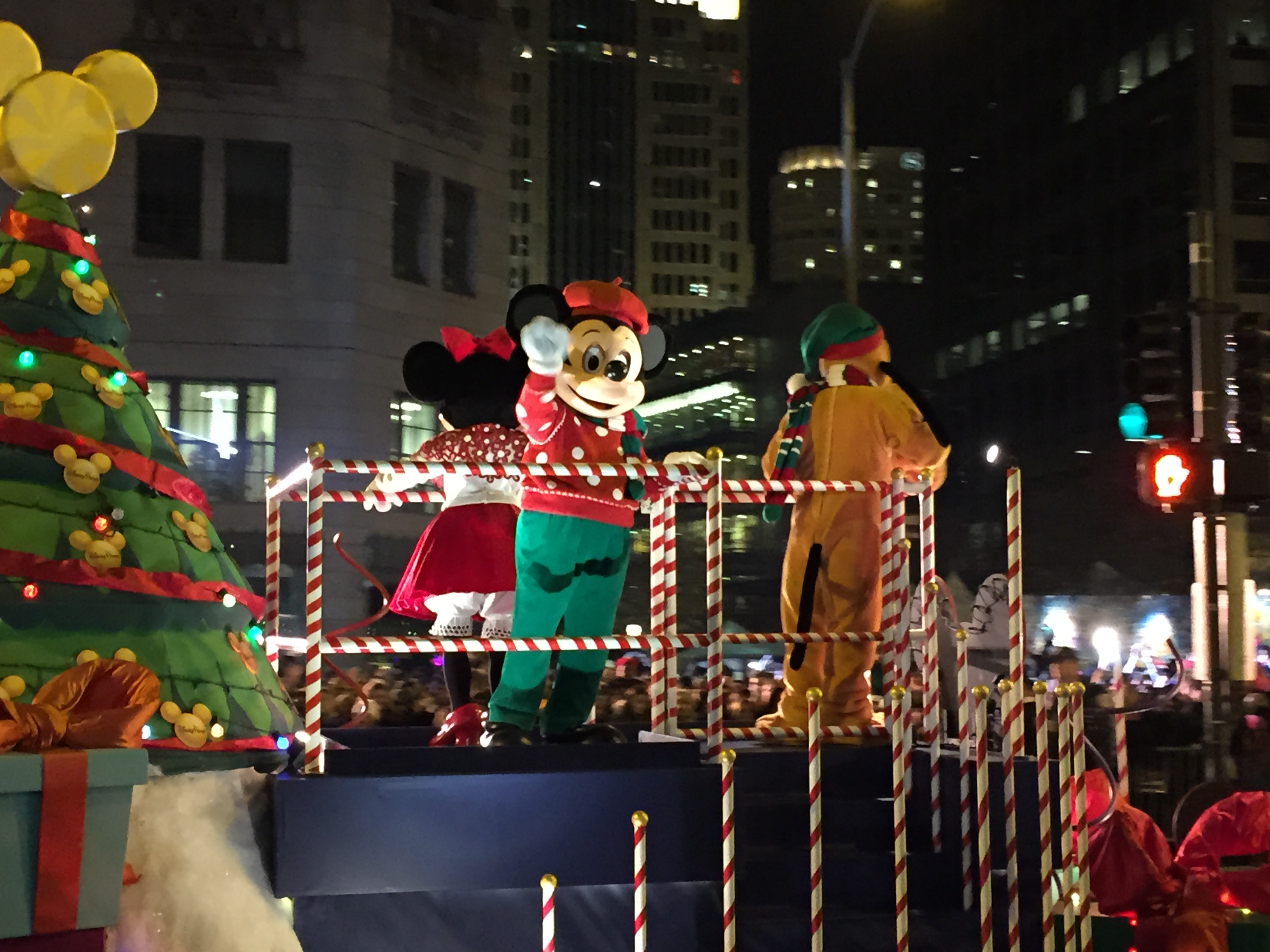 chicagos-magnificent-mile-lights-festival