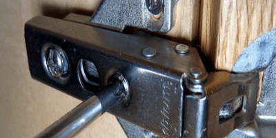 adjusting cabinet hinges
