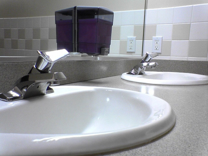 Important Things to Consider When Installing Backsplashes Around Counter Outlets
