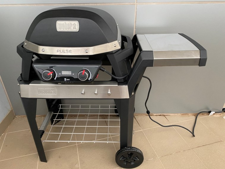 Weber Pulse 2000 on Cart Plugged In