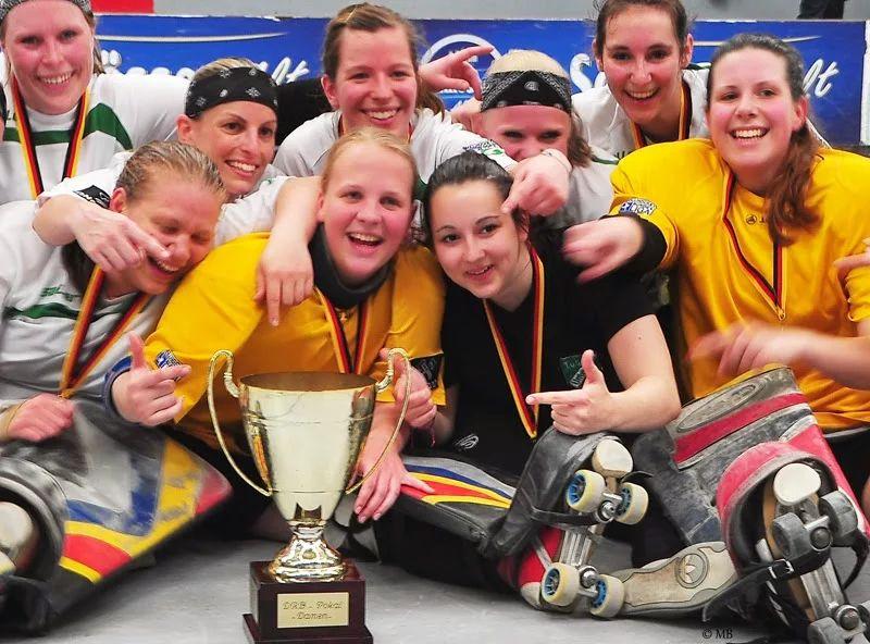 Die Rollhockey-Damen des TuS Nord: Pokalsieger 2013
